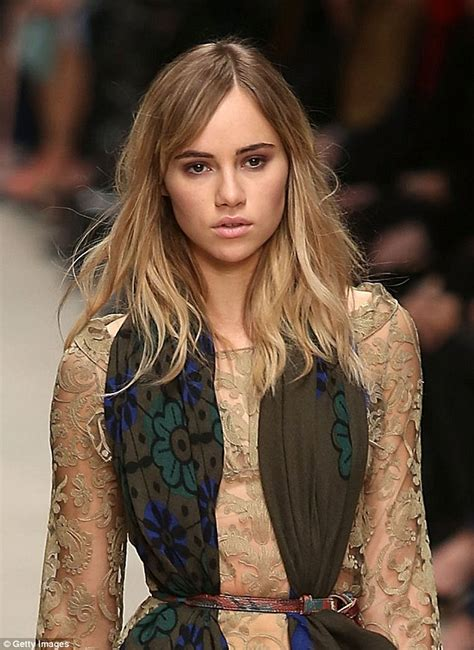 Sho Bsy Daily bradley cooper watches suki waterhouse walk in burberry