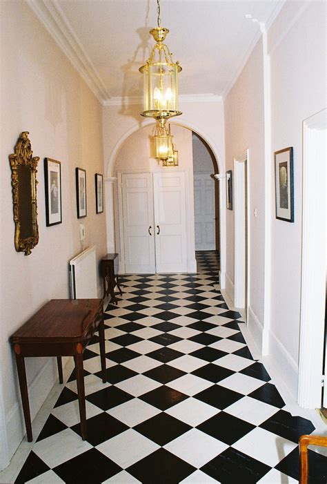 20 Traditional Black And White Hallway Design Ideas