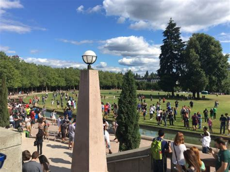 bellevue park throngs of pok 233 mon go fanatics take this city park geekwire