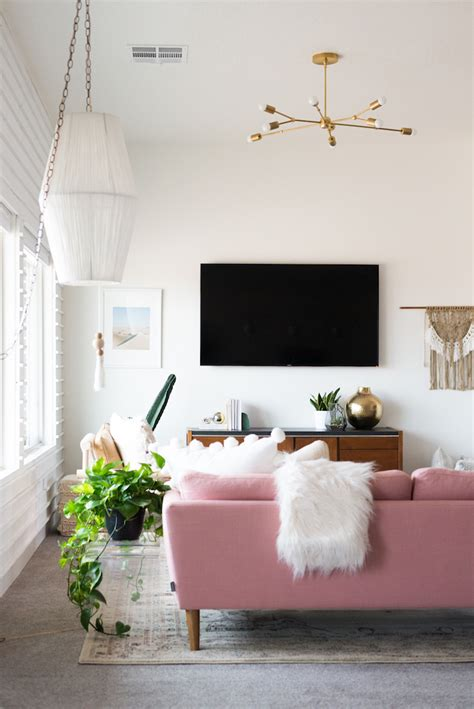 Pink Sofa Living Room A Chic Living Room Update With A Gorgeous Pink Sofa