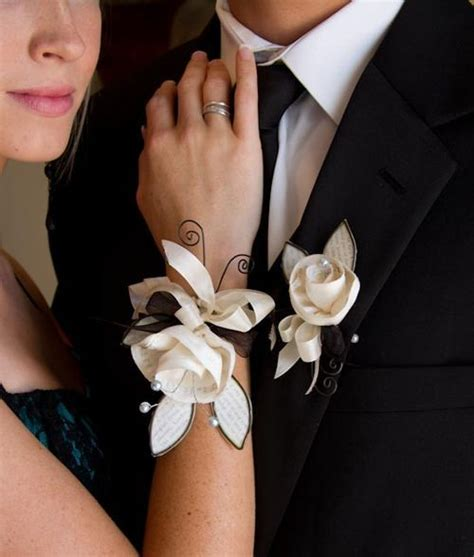 Learn How To Diy A Corsage by Fabric Wire Paper Prom Corsage And Boutonniere