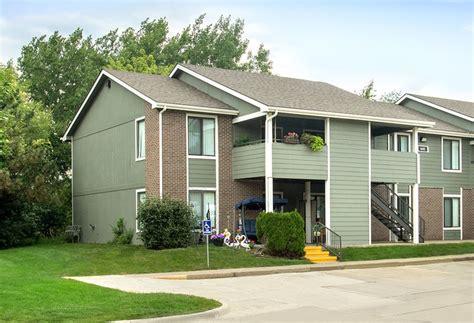 2 bedroom apartments cedar rapids iowa country hill rentals cedar rapids ia apartments com
