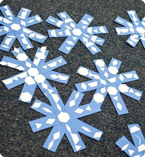 How To Make Snowflakes Out Of Construction Paper - 1000 ideas about snowflake shape on finger