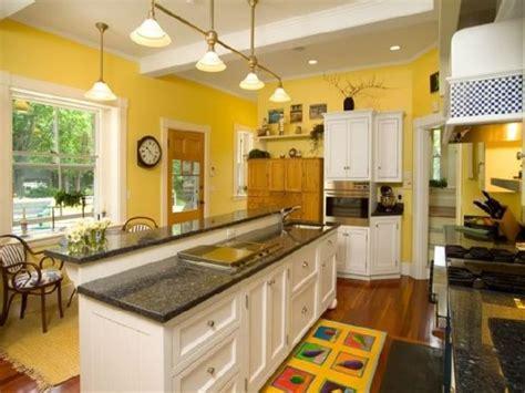 white and yellow kitchen ideas 1000 ideas about yellow kitchen walls on pinterest mustard yellow kitchens yellow kitchens