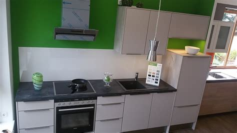Brigitte Musterküche Moderne Küchenzeile in Mattlack und