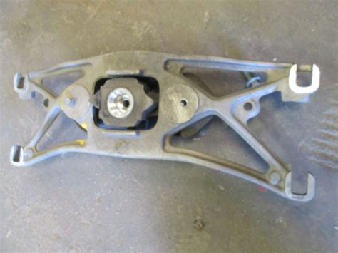 2001 jaguar s type transmission jaguar s type transmission mount bracket 2000 2001 2002
