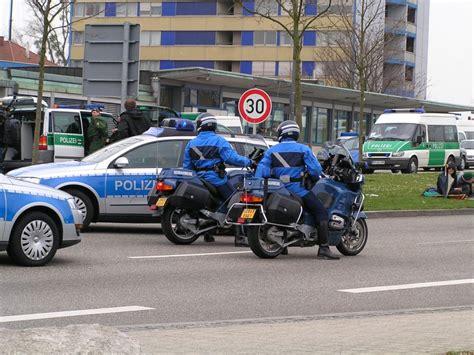 Motorrad F R Einen Tag Anmelden by 2 Bmw Kr 228 Der Als Eskorte F 252 R Einen Vw Passat In Kehl Am
