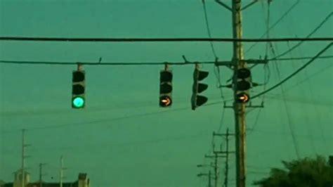 light right turn all arrow eagle right turn yeild traffic light