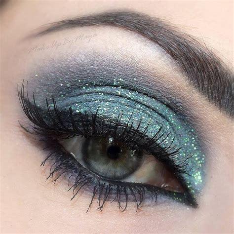 Eyeliner Me makeup for blue green style guru fashion glitz