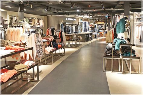 desain layout toko baju tips desain interior toko baju pakaian minimalis modern