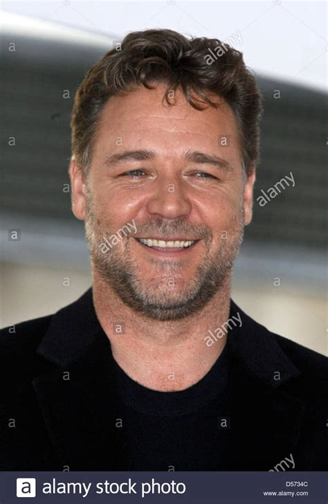 australian actor australian actor russell crowe receives the 2 404th star