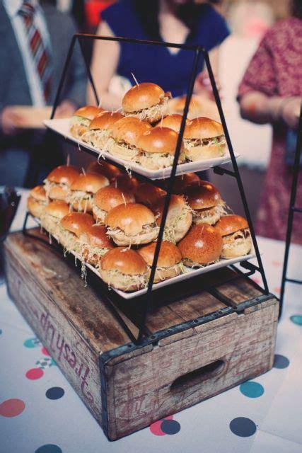 yummy wedding burger ideas  ways  display