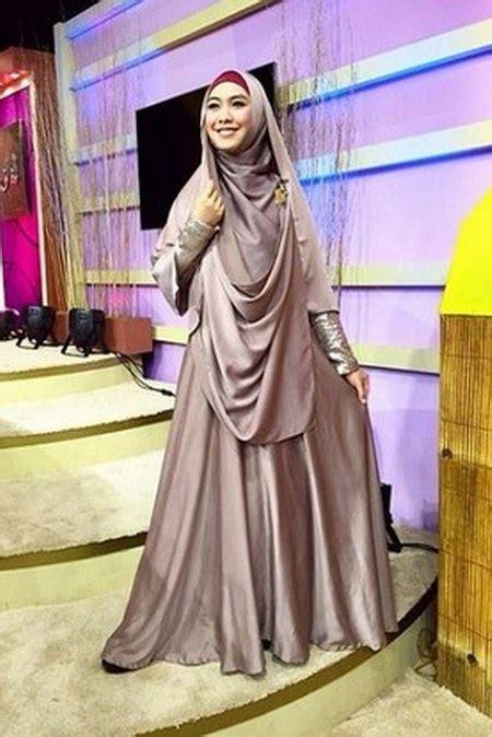 tutorial hijab syar i oki setiana dewi til cantik dan anggun dengan gamis syar i ide model