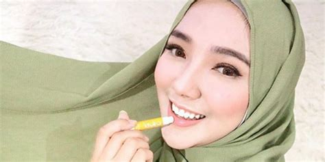Pelembab Bibir Lip rekomendasi lip balm halal untuk pelembab bibir co id