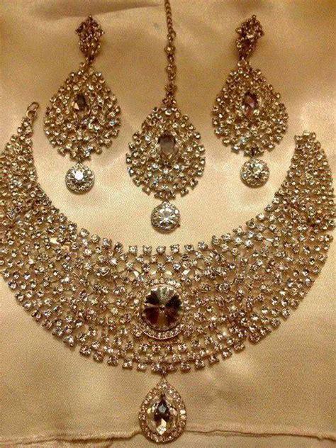 Soma Sengupta's Indian Weddings   Beautiful jewels for