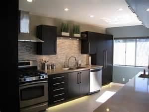 Brown kitchen cabinets backsplash ideas