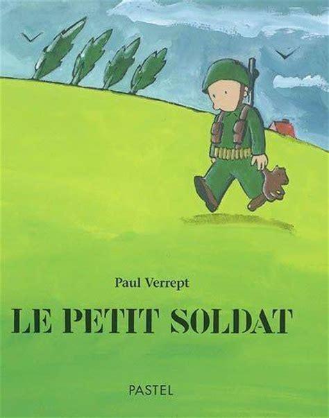 le petit soldat de 2244405982 livre le petit soldat paul verrept 201 cole des loisirs pastel 9782211069618 leslibraires fr
