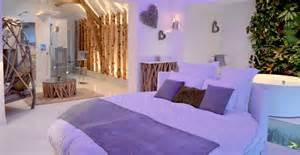 Charmant Chambre D Hote Le Clos Des Vignes #1: chambre-avec-jacuzzi-theme-nature-1.jpg