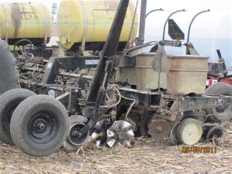 viewing a thread corn planter fertilizer attachments