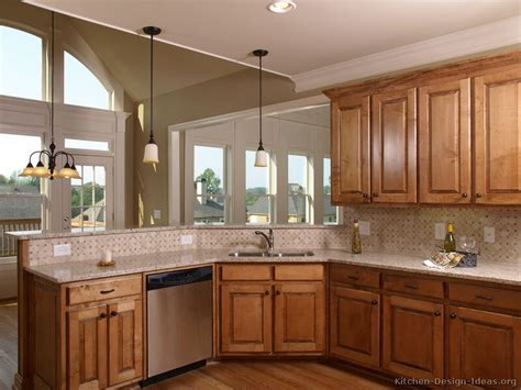 Kitchen Style Ideas Pictures Of Kitchens Traditional Medium Wood Golden Brown Kitchen 20