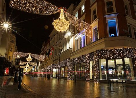 dublin city christmas lights are going up and people are
