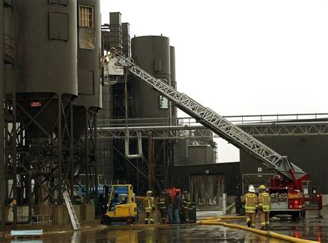 sauder woodworking archbold ohio sauder plant blaze injures 3 firefighters toledo blade