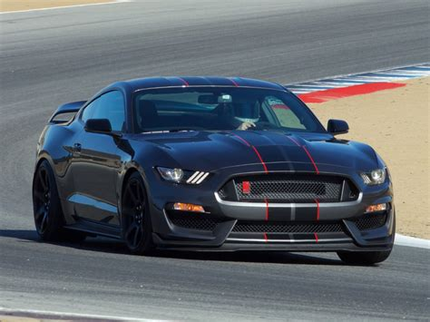 ford sport car ford shelby gt350r mustang named sports car of the year by