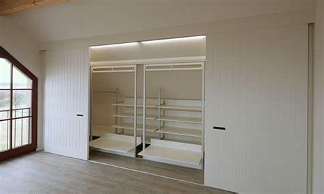 begehbarer kleiderschrank in dachschräge selber bauen begehbarer kleiderschrank dachschr 228 ge kleiderstange