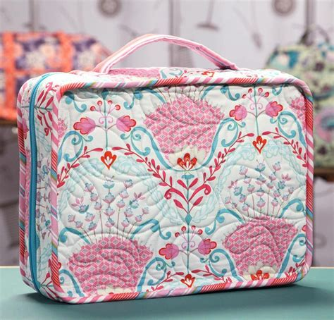 pattern for travel tote bag make a zipper pull with annie unrein see more best ideas