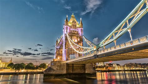 thames river cruise chagne and canapes illuminated london break breakfast riverlights cruise