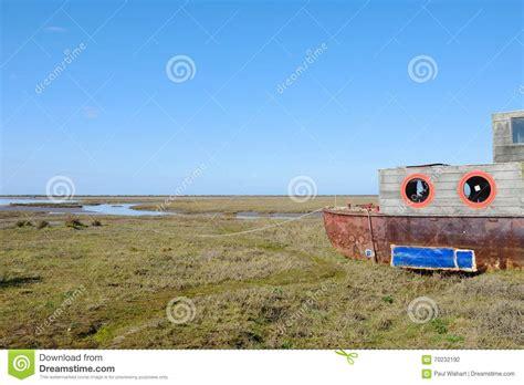 vergunning woonboot houten woonboot in estuarium stock foto afbeelding 70232192