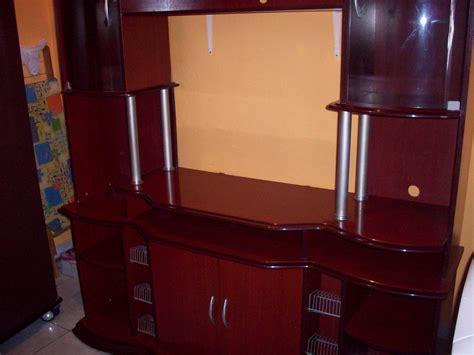 estante usada estante de sala de madeira na cor mogno usada r 400