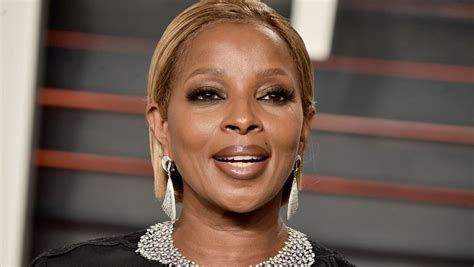 mary j blige pictures mary j blige thinks being polite will keep police from