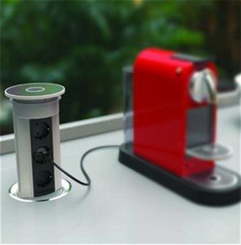cappa elettrica cucina prese elettriche su piani di lavoro in cucina