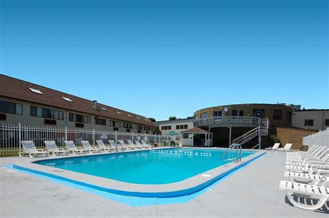 accommodations cape cod ma book admiralty inn suites falmouth usa cape cod