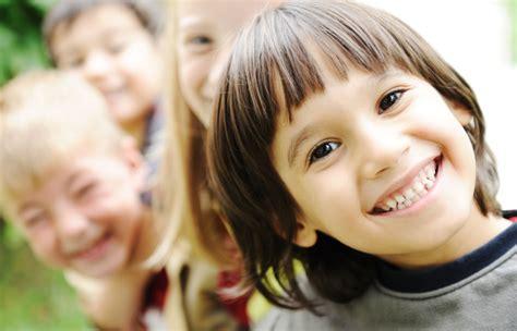 imagenes hijos felices 5 h 225 bitos que aumentar 225 n la felicidad de tu hijo bbmundo
