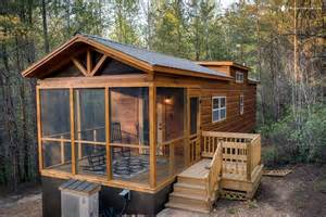 cabin rental with tub near lake lure