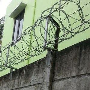 Kawat Duri Pvc jual pagar kawat duri silet bintaro harga murah kota tangerang selatan oleh karya rahayu