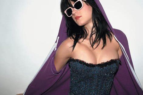 Hoodie I Katty Perry three ways american apparel can get back to profitability