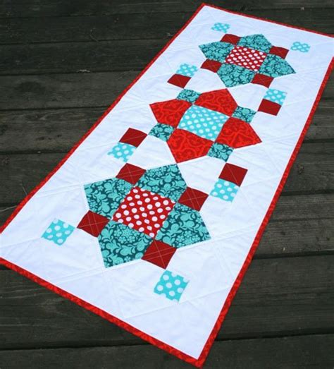free tutorial table runner by