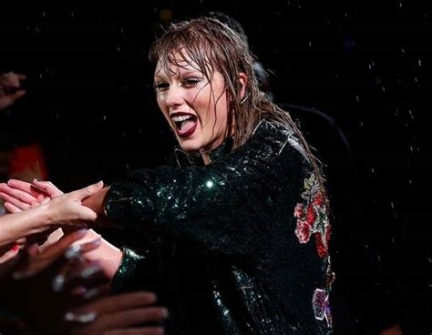 taylor swift concert asia 2018 taylor swift wins concert tour of 2018 at the e people s