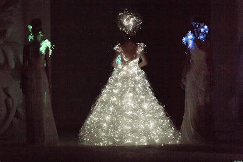 Light Wedding Dresses by Wedding Dress With Lights Yumi Katsura Debuts Glowing