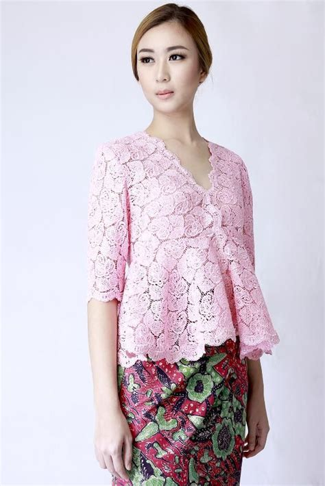 Kebaya Prada Modern 25 best ideas about kebaya modern dress on