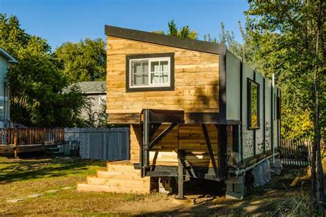 tiny houses on trailers a woman bypasses mortgage payments builds a tiny house amazing diy interior home