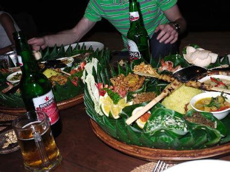 indonesian rijsttafel platter picture  cafe wayan