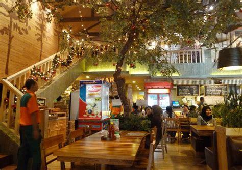 Nature Stek Jogja menikmati kuliner bersama keluarga di happy day restaurant
