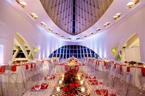 andie tom  romantic milwaukee art museum wedding