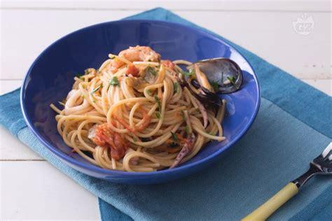 come cucinare gli spaghetti allo scoglio ricetta spaghetti allo scoglio la ricetta di giallozafferano