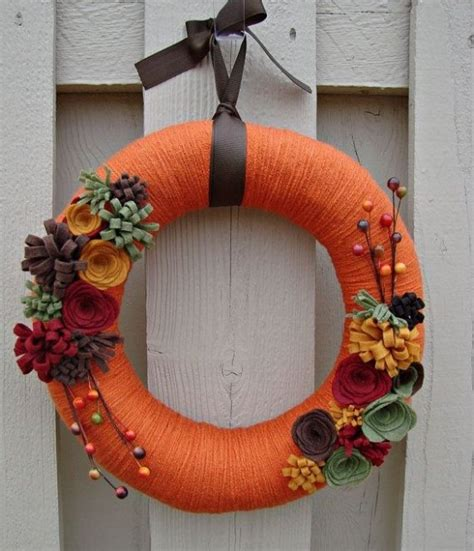 23 cute and cozy yarn wreaths for fall d 233 cor digsdigs