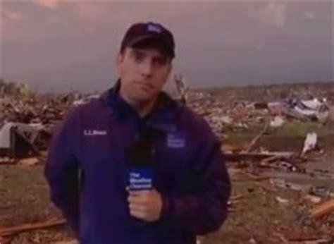weather channel reporter breaks down in joplin